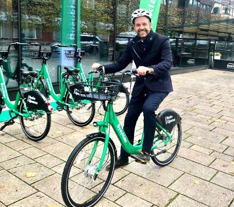 KLAR: Ordfører Sindre Martinsen-Evje er klar til å tråkke til på gratis lånesykkel.