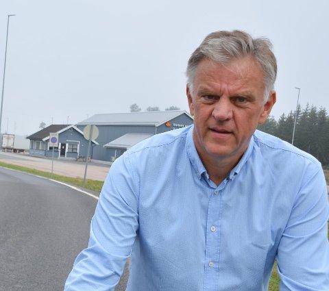 Kommunalsjef Vidar Østenby forklarer hvordan smittetilfellene i Marker registreres.