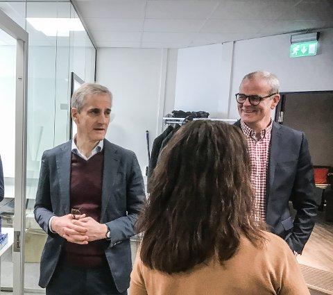 JERNBANE: - Jarlsbergalternativet må inn igjen, sier Aps Jon Sanness Andersen. Jonas Gahr Støre minner om at planlegging av jernbane må skje i samarbeid med lokale myndigheter. Her under et besøk på Gründerhuset på Nøtterøy mandag.