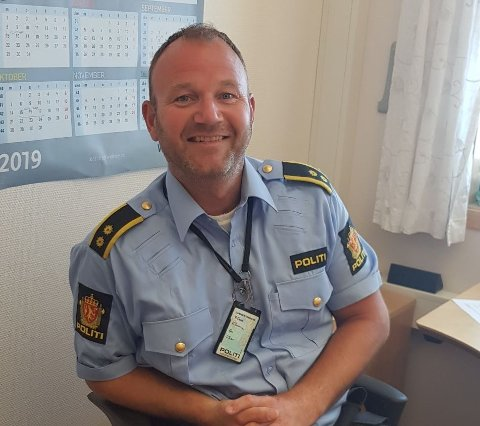 PASS PÅ: Ari Tollånes er politikontakt i Nordland politidistrikt, og ber foreldre om å passe på, men også snakke og være interessert i hva ungdommen driver med for tiden.