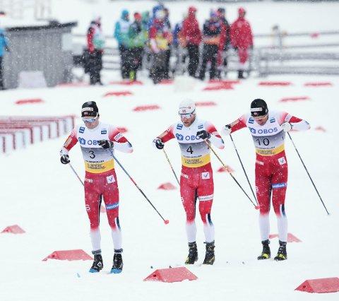 Sjur Røthe, Martin Johnsrud Sundby og Emil Iversen startet bra og hang godt med på 50-kilometeren i Holmenkollen. Mot slutten fikk de det imidlertid svært tøft, og Røthe endte på 9.-plass. Sundby ble beste norske som nummer seks.  Foto: NTB Scanpix