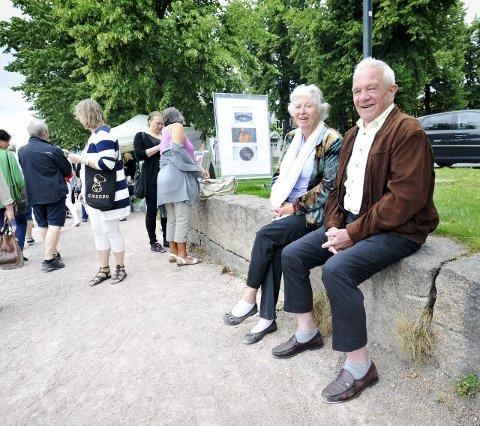 Fast publikum: Ekteparet Karin Fjeld (82) og Alf B. Fjeld (84) synes «Kunst Elva Rundt» er et flott tiltak.