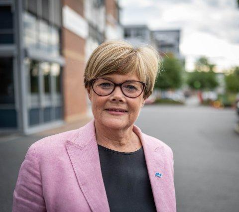 LANGER UT: Kristin Ørmen Johnnsen (H) langer ut mot Arbeiderpartiet og at de har stemt ned å flytte deler av barnevernet til Knutepunkt Strømsø. Hun mener brukerne skyfles fra etat til etat og er bekymret for om hjelpen er god nok.