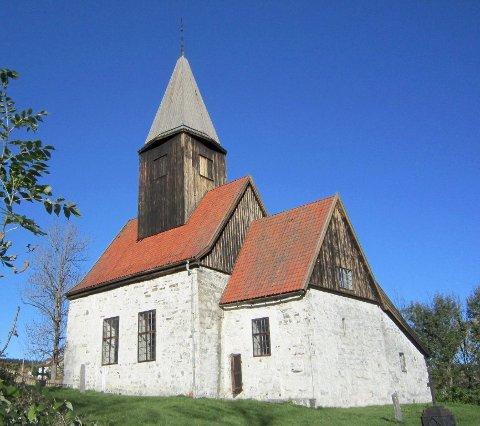 Politikerne går inn for å bevilge 120.000 kroner til vedlikehold på Fiskum gamle kirke.