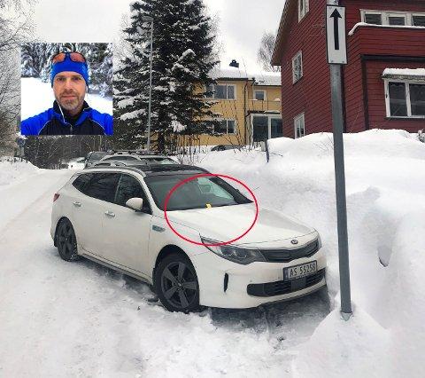 BOT: Lørdag morgen våknet Trond Sakshaug opp til en parkeringsbot på 900 kroner plassert på frontruta hans - til tross for at bilen står på beboerparkeringen.