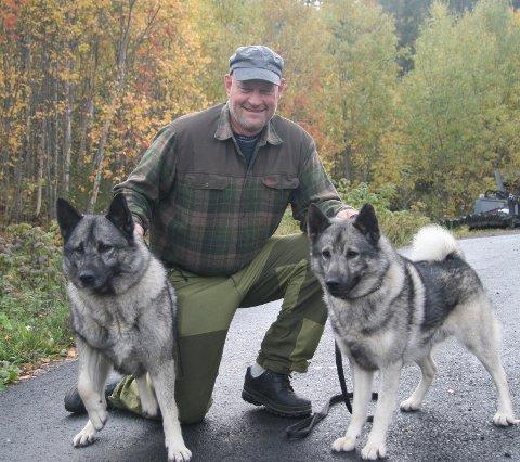 JAKTHUNDER: Bjørn Krågsrud med hundene Ringo og Taiko.