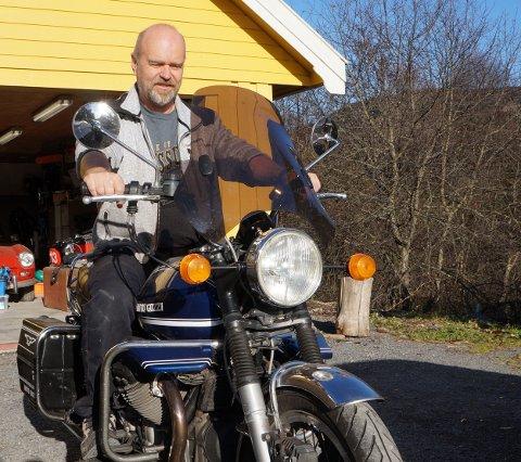 «FØRSTEDAMEN»: Den fremste og den han bruker mest av sine ti italienske veteranmotorsykler, forteller Frode Bekvik fra Gran om sin 1977-modell Moto Guzzi V 1000 I-Convert automatgirede motorsykkel.