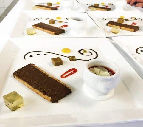 Dessert: Havhotellet lagde Jordbærsuppe med sjokoladeterriner til Dronningen. foto: Vega havhotell