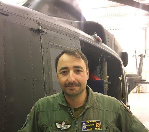 PÅ BEREDSKAP: Tom-Ronny Fosslund fra Bardu er systemoperatør om bord i helikopteret som har ambulansebereds