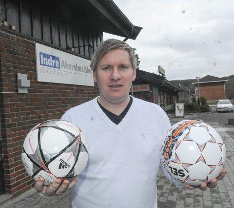 Fotballentusiast: Espen Bråthen i Lokalfotballen følger lokale lag tett på digitale plattformer. Nå er han under Indre Akershus Blads vinger.Foto: Bjørn Ivar Bergerud