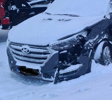 SMELL: Taxien har fått en del skader i sammenstøtet.