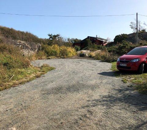 """ULOVLIG: Denne """"parkeringsplassen"""" utløser ifølge kommunen søknadsplikt og er ikke lovlig."""