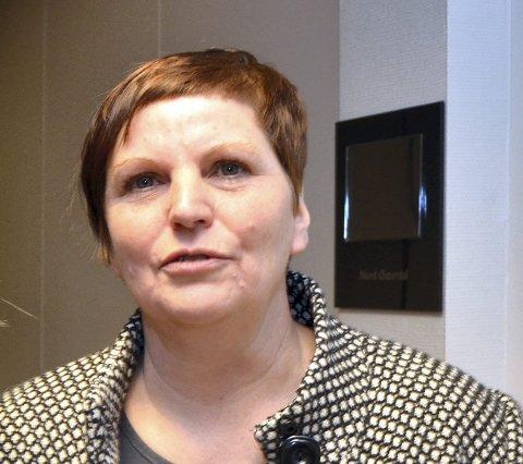 MISFORNØYD: Ellen Marie Tangen (SV) er misfornøyd både med kollektivtilbudet og brøytingen i distriktene. (Foto: Randi Undseth)