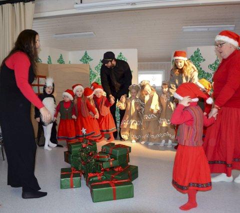 DRAMA og musikk: For sjette gang framførte Borgen barnehage juleforestillingen om Pulverheksa.