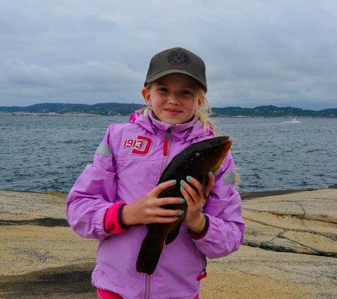 FIKK FISK: Elleve år gamle Amanda Elise Blandhol med en fin Berggylt.