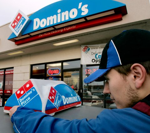 PIZZAGIGANT TIL SARPSBORG: Domino's Pizza er verdensledende på takeaway pizza. USA, der dette bildet er hentet fra, sto i fjor for halvparten av omsetningen.