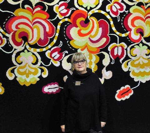 DANKET UT ALLE: Brita Been fra Porsgrunn imponerte prisjuryen i Skottland med sitt arbeid hentet fra serien Arvestykker. Bildet er tatt på Telemark kunstsenter ved en tidligere anledning.