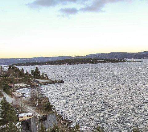 Lang kystlinje: Nesodden har som halvøy mange kilometer med kyst mot Oslofjorden i vest – som her ved Nordre Spro med Søndre Langåra utenfor i sør.Foto: Staale Reier Guttormsen