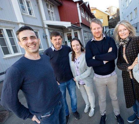 Rene Hansen, Ole Jonny Johansen, Henriette Slaatsveen, Mattias Mellquist og Mariann Leines Dahle håper mange vil sjekke ut Amtas julekalender.