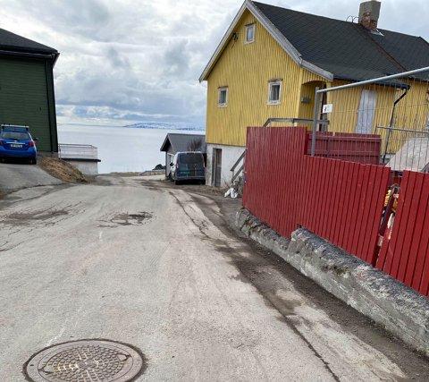 Andersen parkerer normalt bilen noen meter fra der han ble bøtelagt i mars.