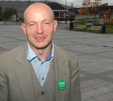 UTFORDRER: Arne Eilif Mobakken i Utdanningsforbundet i Narvik utfordrer byens politikere på skolepolitikk.