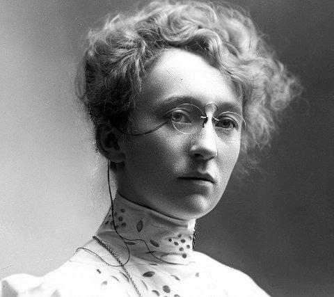 Fotograf: På utstillingen «Evige øyeblikk» kan du lære mer om fotografen Magdalene Norman på Korsnes i sommer. Selvportrettet er tatt i 1915.