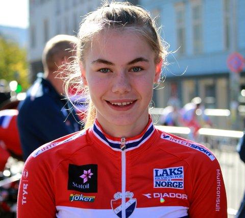 OPTIMIST: Martine Gjøs, her fra fellesstarten i junior-VM i 2018, er optimistisk denne sesongen.