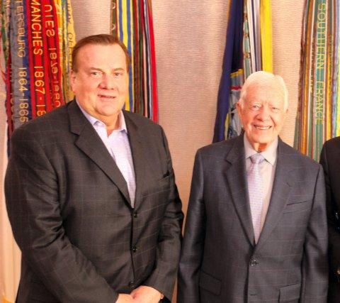 Utvandret: Eivind (til venstre) bor i Washington og har blant annet vært fast frisør for daværende president Jimmy Carter.Foto: TV2