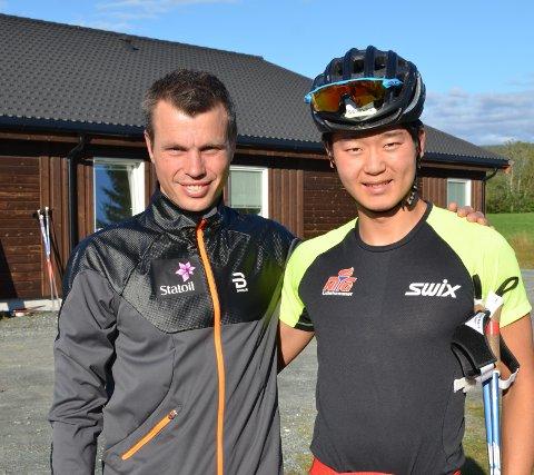 FANT TONEN: Petter Stokkeland fikk et innblikk i hvordan juniorlandslaget trente, da han var med juniorlandslagstrener Geir Endre Rogn og hans mannskap på samling.