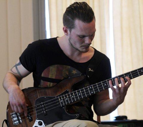 Bassisten: Alf Marius Valan har sans for elektronika og melodiske ting. Det låter nydelig når han «leker seg» med bassen.