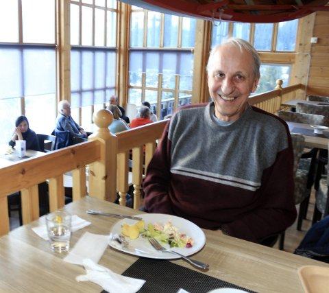 Stamkunde: Jan Gunnarsen spiser middag på Laksforsen hver søndag – alltid med laks på fatet.