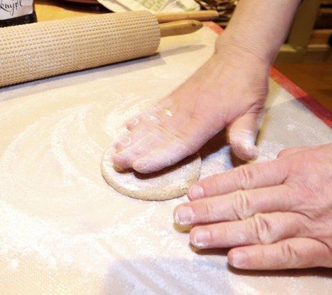 Det gjelder å være lett på hånda når emnene skal forvandles til leiv.