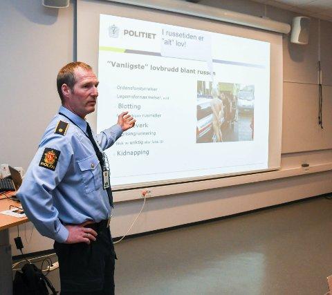 Politiførstebetjent Torgeir Fosse oppfordra ungdommen til å oppføra seg fornuftig. – Dumme ting få følgjer for resten av livet, sa han.