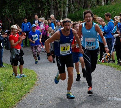 Innsats: Det er bare å gi alt i Kraftløpet. Med topp innsats fra både løpere og publikum blir det en bra dag. Arkivfoto