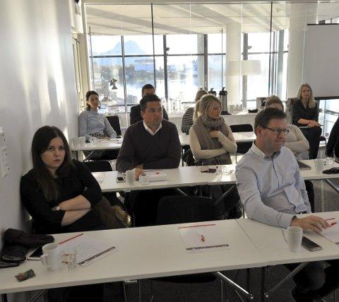 Deltakere: Workshop om «content marketing» og bruk av sosiale medier ble arrangert på Lofothavn AS torsdag.