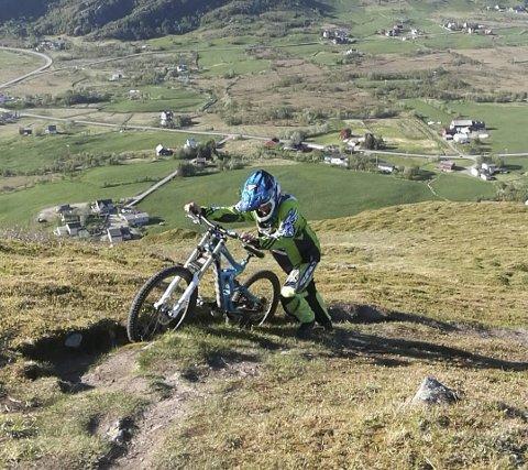 Vakker treningsarena: De to Downhillsyklistene trener vanligvis ned Eltofttuva.