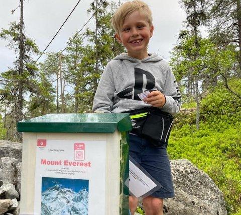 GALDHØPIGGEN OPP: Mio Schjørlien har gått lenger enn til toppen av Galdhøpiggen. Mor Anja Ødegaard er stolt.