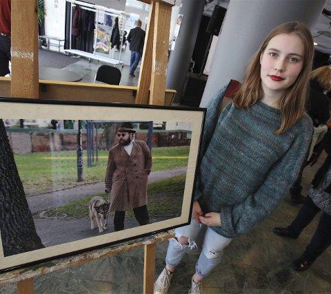 FOTO: Erika Brunner (15) tok med seg fire bilder til UKM-utstillingen i vestibylen. Alle bildene er tatt i hovedstaden.
