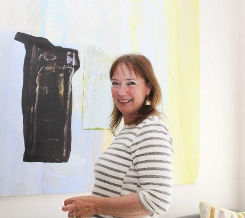 Bok, forestilling og sommerprogram: Det er 25. året Dorthe Endresen kan ønske velkommen til konsert- og gallerisommer på Gamle Ormelet. Det markeres på flere plan. Foto: Nina Blix