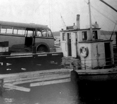 Dristig: Bussjåføren gjorde en manøver som forhindret at bussen havnet i sjøen. Foto fra Njotarøy: Kornelius Idland