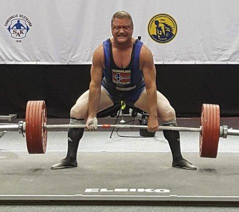 Sølv: Jan Jensen forsøkte seg på 280 kilo i mark-løft i VM, det ville blitt gull om han hadde klarte det.