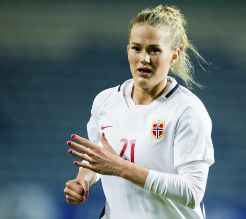 VÅTT: Lisa-Marie Karlseng Utland og Norge fikk bare spilt én omgang i sin siste kamp i Algarve cup.