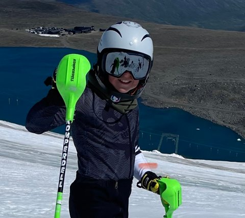 JOBBER MOT DRØMMEN: Erik Haugen Stave (12) jobber hardt for å nå drømmen. Gutten fra Sætre står på alpinski gjennom hele sommeren