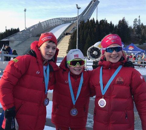 VINNERLAGET: Osebergs vinnerlag i stafetten i 11-12-årsklassen. Fra venstre Sondre Sandaker, Niklas Berg Skiaker og Anna Aukland.