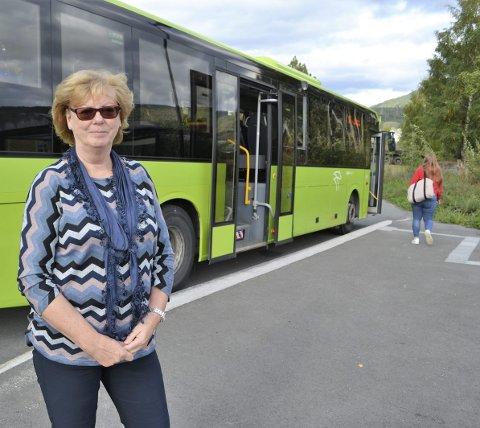 SNUPLASS: Dette er ikke mulig i helgene i Skotselv, nemlig å ta bussen. Nå har Unni Grønli skrevet brev til Brakar og ordføreren og bedt om et helgebuss-tilbud.