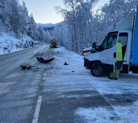 KOLLISJON: Tysdag 5. januar kolliderte ein lastebil og ein tankbil i Alværa-krysset på E39 ned mot Sande.