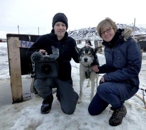 Foreviget: Fotograf Peter Gauvain reagerte kjapt da hundekjørerne fra et kammerskor og et trivselkor fikk større utfordringer enn de maktet å håndtere. Anne-Marie Kvarme kunne berolige med at alt gikk bra til slutt.