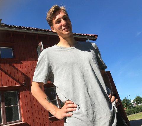 IKKE INTERESSERT: Håvar G. Jenssen fokuserer på eksamensforberedelser om dagen.