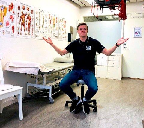 Håkon Morken trives i sin nye jobb som fysioterapeut.