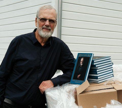 Kristian Hus (80) gir no ut bok om livet sitt på eige forlag. (Pressefoto).